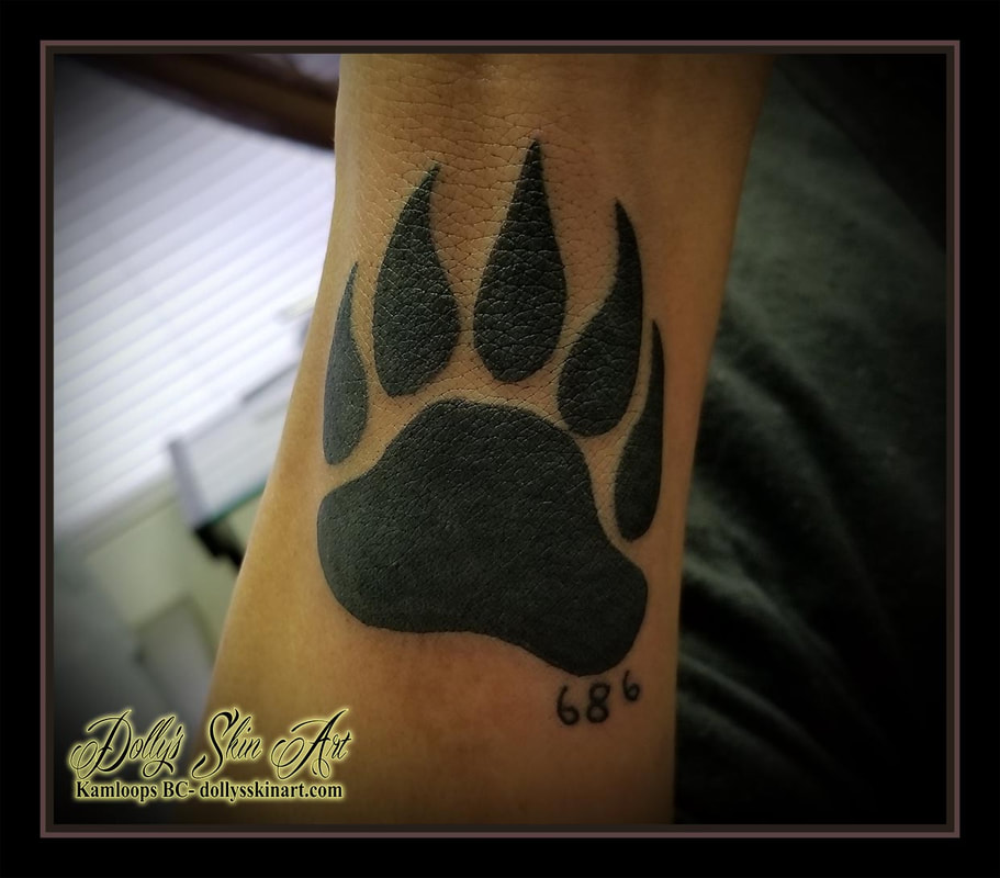 bear paw solid black filled blackwork wrist 686 tattoo kamloops tattoo dolly's skin art